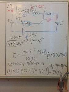 Lösning på uppgift 10 testa dig i fysik kap.9 i Ergo1. Avsnitt Ellära.