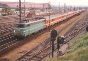 BB 16000 lok. Drar passagerartåg