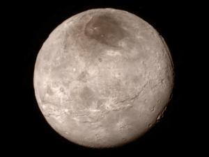 Plutos måne Charon. Uppkallad efter färjkarlen som transporterade de avlidna över floden Styx till Hades.